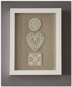 Beautiful DIY Handmade Framed Burlap with Floral-Embroidery Wall Art Decor Ideas - More Inspiring DIY Wall Decor Ideas (maybe with a pink background) Framed Doilies, Framed Burlap, Lace Doilies, Burlap Wall, Crochet Wall Art, Crochet Home, Doilies Crafts, Burlap Crafts, Diy Wall Art