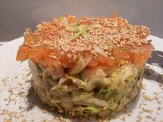 Deze zalm avocado salade is door de gezonde vetten niet 'zomaar' heel erg lekker, nee het is zeer verantwoord smullen geblazen!