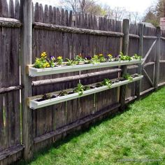 Gutter Garden for Flowers, Herbs, or Strawberries Gutter Garden, Porch Garden, Lawn And Garden, Diy Gutters, Garden Bed Layout, Starting A Garden, Growing Flowers, Raised Garden Beds, Garden Styles