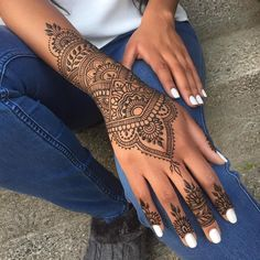 Tattoo foot finger henna designs 34 ideas for 2019 The post Tattoo foot finger henna designs 34 ideas for 2019 appeared first on Best Tattoos. Cool Henna Tattoos, Henna Inspired Tattoos, Henna Tattoo Hand, Henna Body Art, Paisley Tattoos, Geometric Tattoos, Mehndi Designs, Pretty Henna Designs, Finger Henna Designs