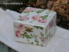 Smile Arty is an online store for arts & crafts and decoupage supplies and handmade gifts as well as decoupage workshops and unique team building and parties. Romantic Roses, Quilling, Decoupage, Decorative Boxes, Workshop, Arts And Crafts, Scrapbook, Create, Dublin
