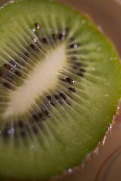 El kiwi aumenta la masa ósea.