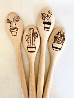 Who doesn't like cactus decor? Give a fun stocking stuffer for Christmas this year! These unique wood burned spoons look great displayed on the counter of a rustic kitchen. Perfect pieces to give the space some character and fun feel. Wood Burning Stencils, Wood Burning Crafts, Wood Burning Patterns, Wood Burning Art, Stencil Wood, Wooden Spoon Crafts, Wood Spoon, Wood Crafts, Diy Wood