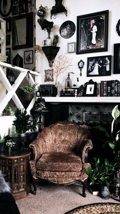 31 Awesome Living Room With Goth Home Decorations www.possibledecor… 31 Awesome Living Room With Goth Home Decorations www.possibledecor… Looking for something unique to give this holiday season? Diy Home Decor Rustic, Goth Home Decor, Quirky Home Decor, Dark Home Decor, Design Living Room, Living Room Decor, Decor Room, Wall Decor, Room Decorations