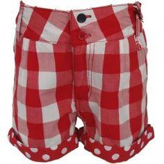 Leuke trendy korte broek van Paglie in een rode ruit. Deze short is leuk afgewerkt met een ander motief op de omslag; rood met witte stippen. De taille is verstelbaar door middel van knoopgatenelastiek. diverse maten