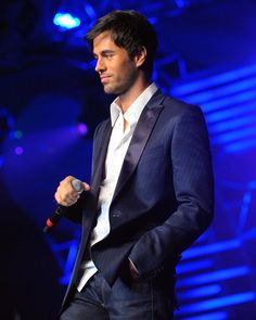 Enrique Iglesias Photos  - 2009 Person Of The Year Honoring Juan Gabriel - Show - Zimbio