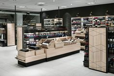 Wine And Spirits Store, Liquor Shop, Bakery Interior, Food Retail, Store Layout, Parking Design, Retail Space, Floor Design, Retail Design