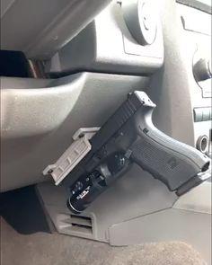 Airsoft Guns, Weapons Guns, Guns And Ammo, Car Holster, Holsters, Coldre Kydex, Military Guns, Military Tactical Gear, Tactical Guns