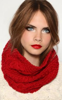 Cara Delevingne ♥ Very cute winter lips: Ingredients to ge this looks: Brown natural eyeshadors, eyeline and some light in the inner corner of the eyes, soft cheeks, highlighter and red lips <3 love it