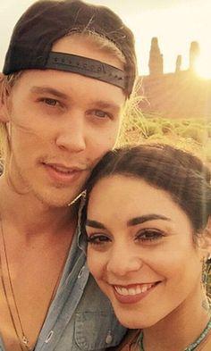Pin for Later: Vanessa Hudgens et Austin Butler Sont Amoureux, et Ils Veulent Vous le Faire Savoir