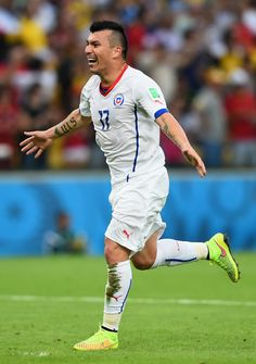 "Gary ""Pitbull"" Medel (Chile) A photo of one of the best chilean players so its very interesting. It also has an author in the website. God Of Football, Football Soccer, Different Sports, Soccer World, Fifa World Cup, Football Players, Pitbulls, Sporty, Poses"
