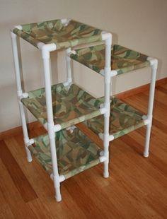 Estrutura feita com canos de PVC, que pode servir como cama de gatos (se for usar tecido em cada prateleira) ou como estante (se for usar prateleiras sólidas)