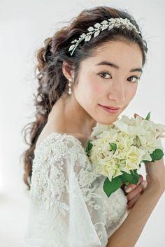 【花嫁ヘアスタイル カタログ】ティアラ&ヘッドアクセサリー編 | ウエディング | 25ans(ヴァンサンカン)オンライン