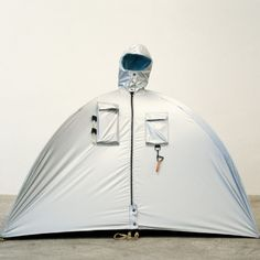 Lucie Orta, Refuge Wear  MOBILITÉ // DÉPLOIEMENT // NOMADISME // DESIGN HUMANISTE
