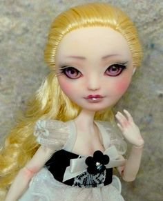 Ever After High, repaint by Pati d'Onirie (via Flickr)
