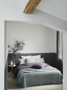The most up to date Pictures gray room Tips, Bedspread painted half gray and blue gray L . Room, Parents Room, Home, Kids Room Grey, Home Bedroom, Rustic Home Interiors, Bedroom Interior, Small Bedroom, Grey Room