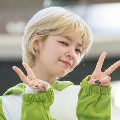 "Gefällt 43 Mal, 1 Kommentare - Elmira ( ͡° ͜ʖ ͡°) (@elmira.aileeanonce__) auf Instagram: ""Going to have a short hair female idol appreciation post spam later • • • • • • #Twice #Jungyeon…"""