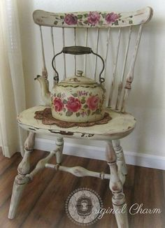 Astounding Yellow Shabby Chic Furniture Ideas 4 Simple and Modern Tricks: Shabby Chic Porch Old Shutters shabby chic design tiny house. Shabby Chic Veranda, Shabby Chic Design, Shabby Chic Porch, Shabby Chic Chairs, Shabby Chic Pillows, Shabby Chic Living Room, Chic Bedding, Shabby Chic Bedrooms, Shabby Chic Cottage