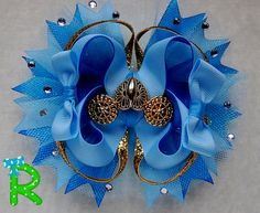 Very cute hair bow for your princess bow collection , this bow is made of grosgrain ribbon with Cinderella Golden carriage as embellishment . is