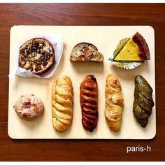 """""""* パリアッシュでは、春のパンがチラホラ * 上段左より… ・栗とテキーラのボストック ・早い春のルーロ ・フラン ピスタチオと柚子 下段左より… ・桜 ・すみれとカシスのヴィエノワ ・ヴィエノワ アマンドショコラ ・ロキナウェイ ・ほうじ茶の3月 * 今年のさくらのパンは、ドライ苺入りに…"""""""