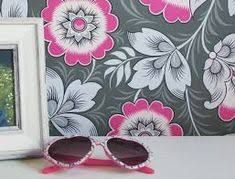Source Neva Pink/Grey by Olenka Pink And Grey Wallpaper, Bold Wallpaper, Brick Wallpaper, Trendy Wallpaper, Pattern Wallpaper, Floral Wallpapers, Iphone Wallpaper Quotes Love, Pineapple Wallpaper, Vintage Interiors