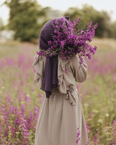 she waiting and her self will be saved for her future husband Modest Fashion Hijab, Modern Hijab Fashion, Hijab Chic, Arab Girls Hijab, Muslim Girls, Muslim Brides, Hijabi Girl, Girl Hijab, Hijab Wedding Dresses