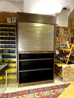 Brocante Décoration Un Nouveau Monde: Armoire à rideau industrielle métal patiné