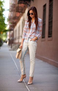 What's cool about this ensemble is how the colors seemingly blend into one, as well as the combination of lady-like accessories with slightly slouchy jeans and a relaxed blouse.