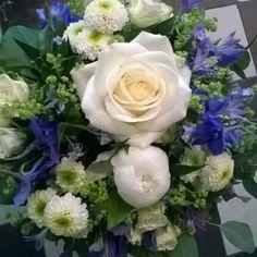 Kuvahaun tulos haulle sinivalkoinen kukkakimppu Rose, Flowers, Plants, Pink, Plant, Roses, Royal Icing Flowers, Flower, Florals