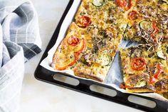 Pizzapannari on näppärä välipala. Veggie Recipes, Cooking Recipes, Veggie Food, Mini Pot Pies, Savory Pastry, Toddler Meals, Sweet And Salty, Desert Recipes, I Foods