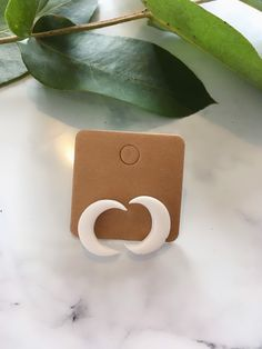 Handmade Polymer Clay Moon Stud Earrings The Lunalee Fimo Clay, Ceramic Clay, Handmade Polymer Clay, Polymer Clay Jewelry, Diy Jewelry, Handmade Jewelry, Jewelry Making, Jewellery, Diy Clay Earrings