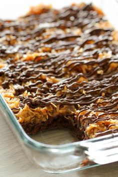 Samoa Brownies – Six Sisters' Stuff Cookie Desserts, Easy Desserts, Delicious Desserts, Yummy Food, Finger Desserts, Brownie Recipes, Cookie Recipes, Dessert Recipes, Bar Recipes