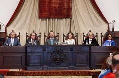 Foro Hispanico de Opiniones sobre la Realeza: King Felipe VI of Spain and Queen Letizia of Spain attend the opening of the Scholar University College year at the Salamanca University on September 14, 2017 in Salamanca, Spain.