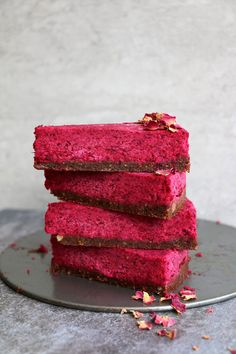 Raw Beetroot Cake with Walnut and Fig Crust (grain-free & vegan) Earthy, rich, wholesome and utterly delicious cake that is vegan, gluten-free and paleo. #rawvegan #cake