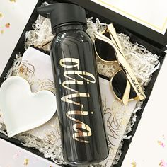 Personalized water bottles are a great gift idea for your bridesmaids wedding gift bags or baskets. Personalized with a pretty script gold foil name. Bridesmaid Gift Bags, Wedding Gift Bags, Wedding Gifts For Bridesmaids, Cute Water Bottles, Drink Bottles, Bag Names, Bachelorette Gifts, Personalized Water Bottles, Black Water