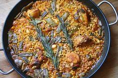 Cuando vimos a Cova  que publicaba su versión de la paella valenciana  no dudamos en hacerla en casa porque, sinceramente, nunca la habíamos...