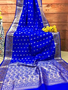 Look exclusively Royal in this Royal Blue color simple yet grand Chanderi Banarasi Saree. All over body Zari weaving buti, the luxurious lotus vine design in pa