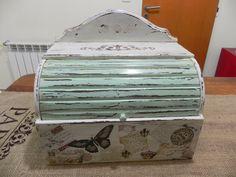 Gabriela Albo regalos artesanales: Panera Vintage Bread Boxes, Paper Crafts, Diy Crafts, Wood Boxes, Vintage Wood, Shabby Chic Decor, Decorative Boxes, Painting, Creative