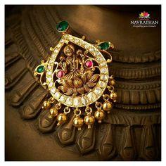 Gold & Diamond jewellery store in Bangalore Vanki Designs Jewellery, Antic Jewellery, Terracotta Jewellery Designs, Gold Temple Jewellery, Indian Jewelry Earrings, Antique Jewellery Designs, Antique Jewelry, Gold Jewelry, Gold Bangles Design