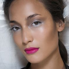 Found! A smoky eye look you can wear in Summer. Get the details when you click.