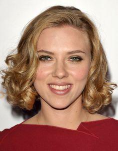 Scarlett Johansson Hairstyles: Short Curls