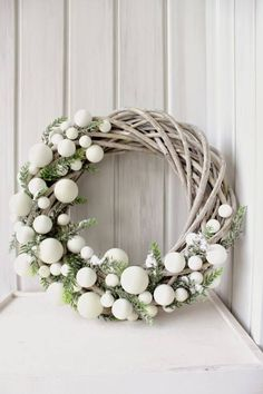 Bekijk hier 12 kerstkransen voor aan de m… Are you going to make a Christmas wreath this week? View 12 Christmas wreaths for on the wall or at the door! – Self-made ideas Christmas Wreaths To Make, Noel Christmas, Christmas 2017, Holiday Wreaths, Winter Christmas, Holiday Crafts, Holiday Decor, Modern Christmas, Winter Wreaths