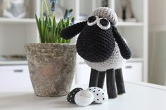 This crocheted sheep with wooden legs adorns nicely in the window frame with spring flower . This crocheted sheep with wooden legs adorns nicely in the windowsill with the spring flowers. Can also be used as Easter decorations. Braid Half Up Half Down, Braided Half Up, Fingerless Mitts, Crochet Needles, Wooden Leg, Crochet Braids, Spring Flowers, Sheep, Easter