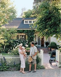 Been having dreams of this sort of thing for decades. A fun and loving marriage, babies, a little cottage, and the picket fence.All I need now is the cottage and the fence. Cottage Living, Cottage Homes, Cottage Style, Country Living, Cozy Cottage, Cozy House, Farmhouse Style, Porches, White Picket Fence