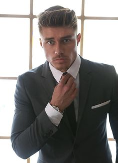Johnny Edlind - New Site Johnny Edlind, Mens Hairstyles With Beard, Haircuts For Men, Cool Hairstyles, Men Hair Color, Gq Style, Sharp Dressed Man, Well Dressed, Poses For Men