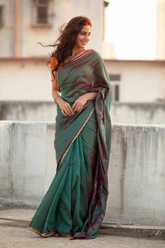 Different, simple and stylish way to wear a saree in your daily wear / Sari outfit ideas / Tips for daily wear sari attire. Indian Photoshoot, Saree Photoshoot, Photoshoot Ideas, Mehndi, Sarees For Girls, Saree Poses, Plain Saree, Simple Sarees, Saree Trends