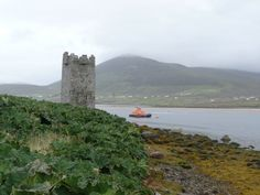 Granuaile's Tower, Kildavnet, Achill Island, Co. Mayo, Ireland. The tower is thought to have been built in the mid 1400's by the O'Malley Clann and has strong links with the Pirate Queen Granuaile, or Gráinne O'Malley.