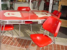 Retro chrome dining set incredible vintage kitchen table and chairs the new way home decor in 11 Vintage Kitchen Decor, Vintage Table, Retro Vintage, Retro Baby, Vintage Vibes, Vintage Decor, Red Kitchen Tables, Formica Table, Kitchen Wall Colors