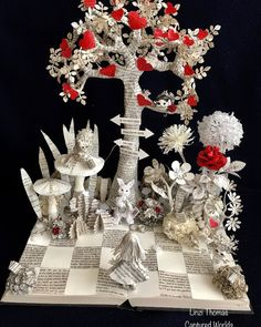 Alice in wonderland Scroll for more pics 🙈 Cardboard Sculpture, Book Sculpture, Pop Up, Book Page Crafts, Newspaper Art, Origami, Book Folding, Book Projects, Recycled Art