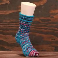 Your knitting wishlist is about to get really long! These free sock knitting patterns, from cozy wool socks to lacy stockings, are irresistible. Knitting Abbreviations, Knitting Stiches, Knitting Blogs, Knitting For Beginners, Knitting Socks, Knitting Patterns Free, Knitting Projects, Knit Socks, Free Knitting